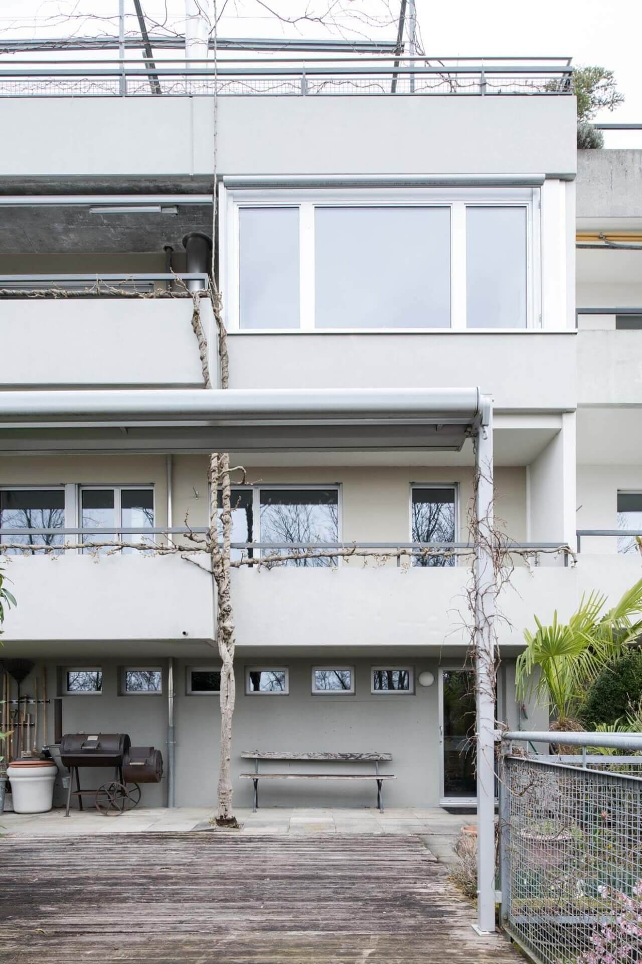 Am Hang Farb- und Materialkonzept im Innen- und Aussenraum. Renovation Reiheneinfamilienhaus, Bremgarten bei Bern
