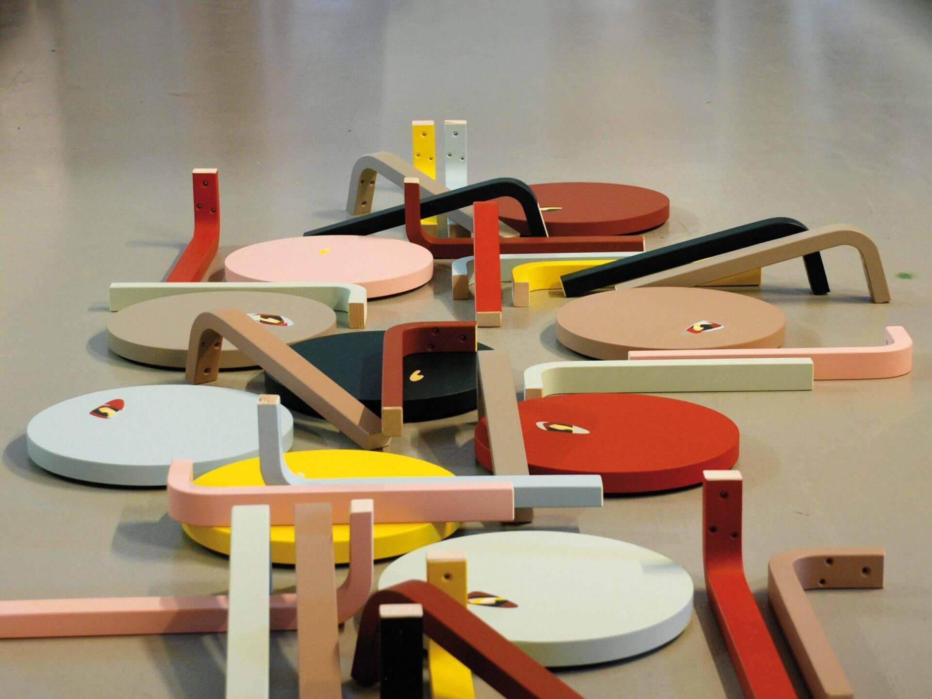 Farbschichten, Artek Stool 60. Das Einmalige Objekt, Bern, 2012